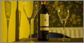 Hostel Room 5 Wine